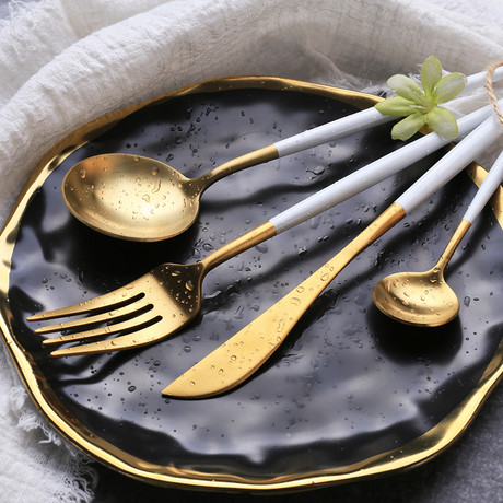 4 Piece Cutlery Set // White (Silver Tip)