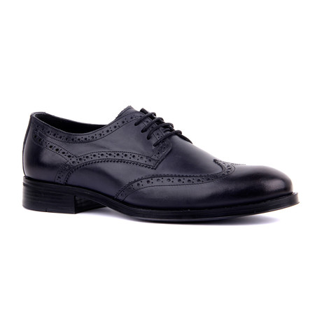 Adam Wingtip // Navy (Euro: 39)