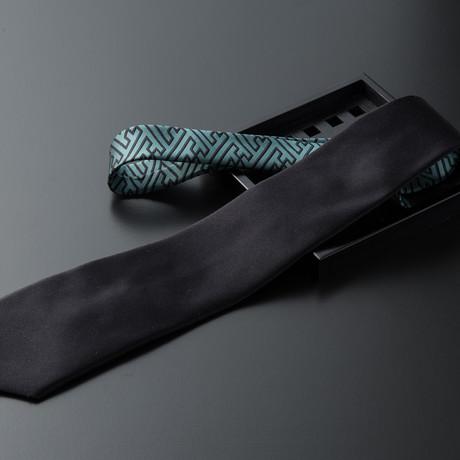 Sayagata // Solid Black + Ash Green
