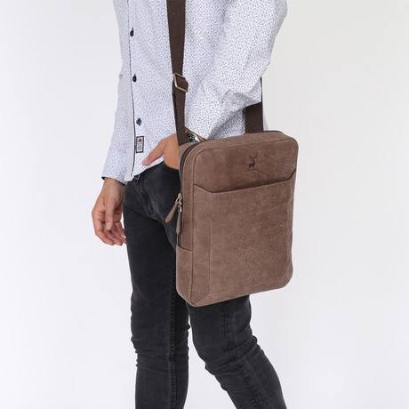 Beal Messenger Bag // Brown