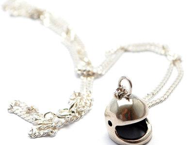 Silver_Helmet_Necklace
