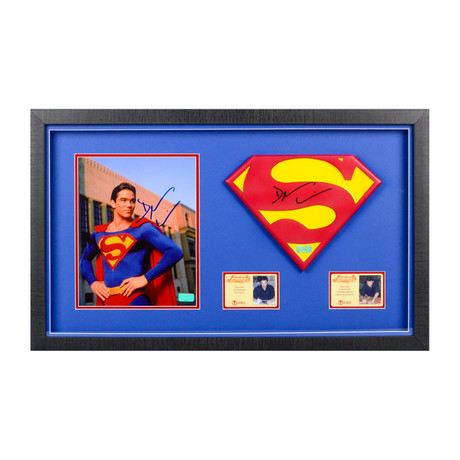 Dean Cain // Lois & Clark The New Adventures of Superman // Framed Photo + 1:1 Scale Superman Emblem