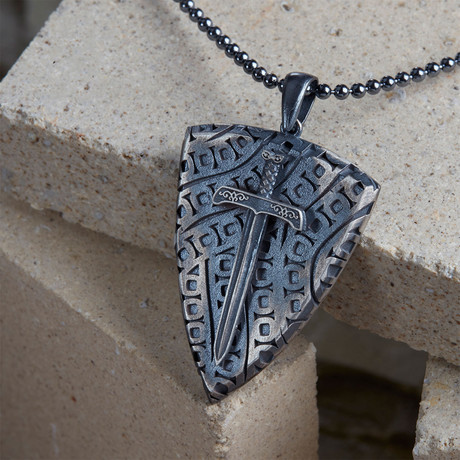 GKL0067 // Necklace Of Knights // Black + Black (XS-S)