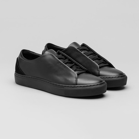Minimal Low V10 // Black Leather (Euro: 40)
