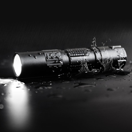 DM21C // OLED Display Tactical Flashlight