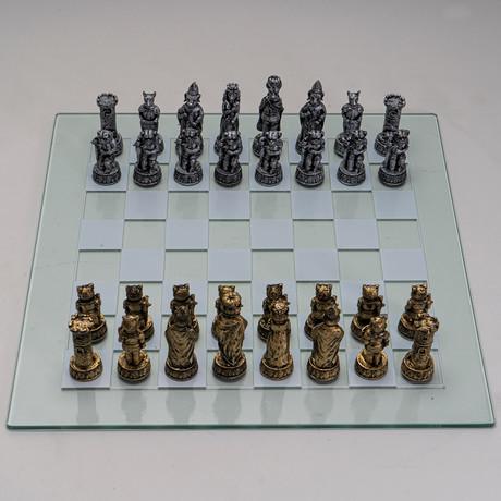 Dogs Vs Cat Chess Set