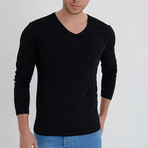 Amazon V-Neck Long Sleeve T-Shirt // Black (M)