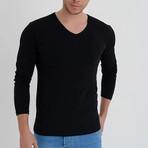 Amazon V-Neck Long Sleeve T-Shirt // Black (2XL)