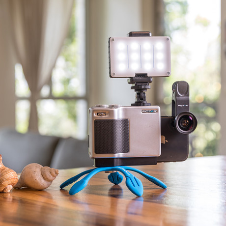 Pictar Home Studio Pro Kit // Pro Grip + Smart Lens 2in1 Wide & Macro + Smart Light + Splat 3N1 Flexible Tripod