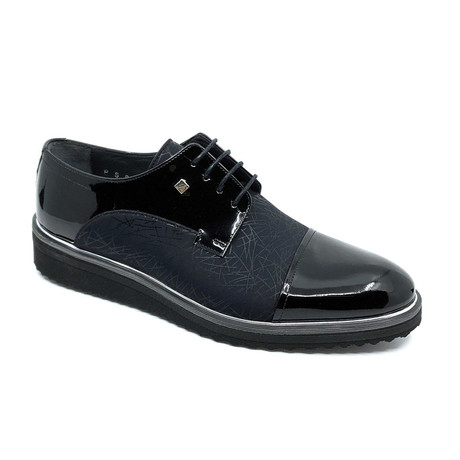Robin Classic Shoes + Line Pattern // Black (Euro: 39)