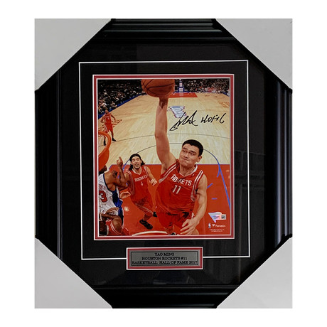 Yao Ming // Autographed Photo Display