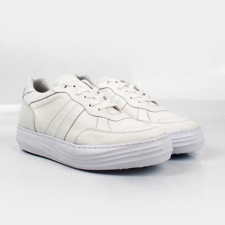 Max Sneakers // White (Euro: 40)
