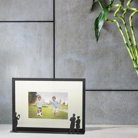 Work of Art Photo Frame // Couple & Photographer