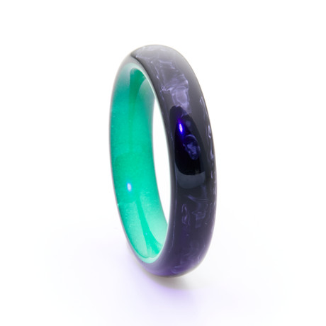 Carbon Fiber Ring + Glowing Interior // Green (Size 5)