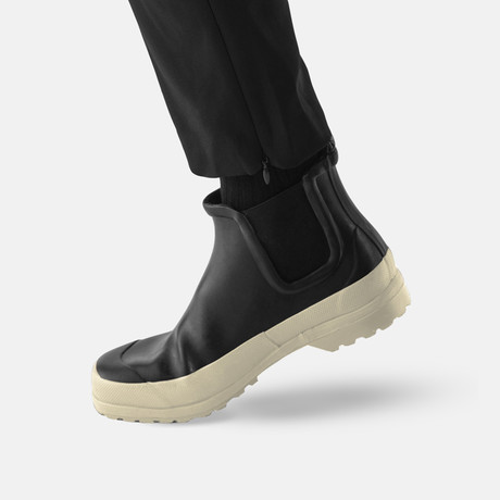 Chelsea Rain Boot + Free Rolltop Daypack // Black + White Sole (US: 7)