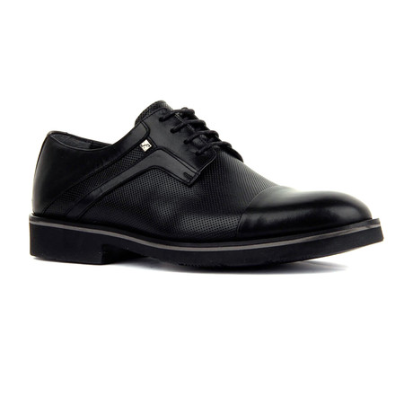 Danny Shoe // Black (Euro: 39)