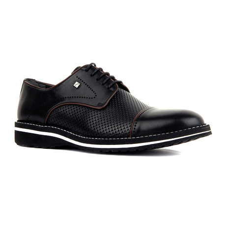Grayson Shoe // Black (Euro: 39)