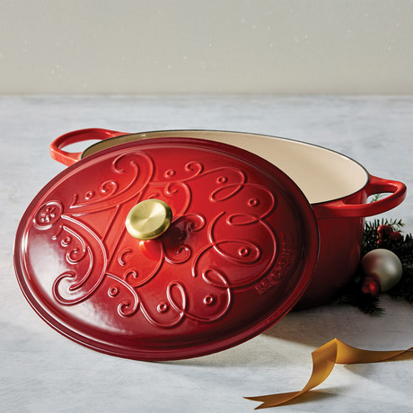 Noel Collection // Signature Oval Dutch Oven // Cerise