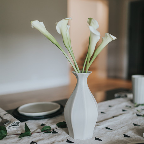 Table Vase (Black)