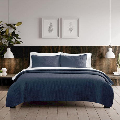 Urban Loft // Espiga Quilt Set // Navy (Twin)