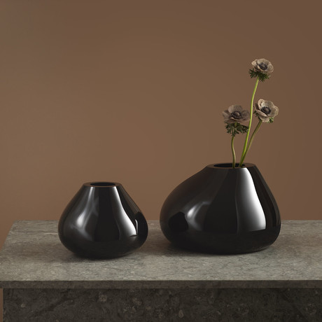 Ebon Vase // Black (Medium)