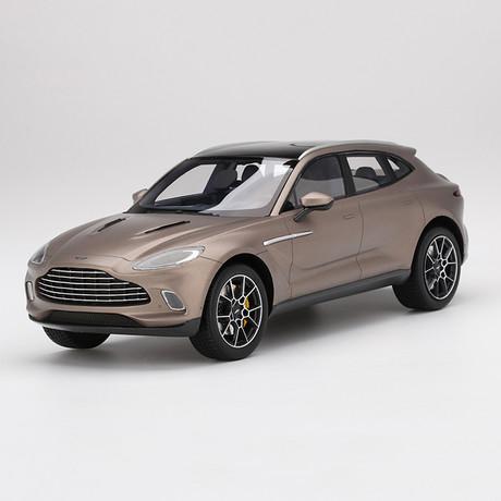 1/18 Aston Martin DBX Satin Solar