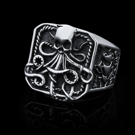 Watery Grave Ring (Size 8 // 33g)