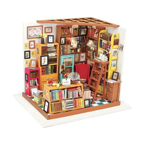 DIY Mini House// Sam's Study