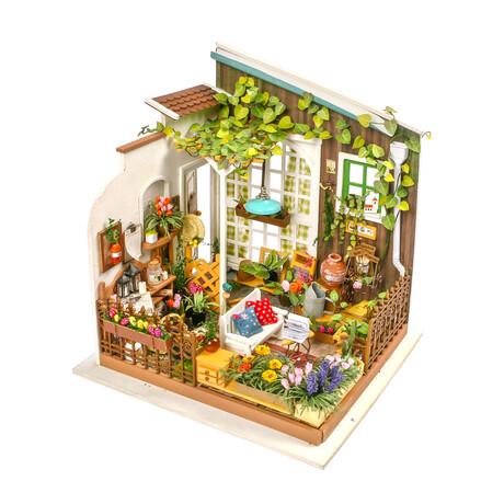 DIY Mini House// Miller's Garden