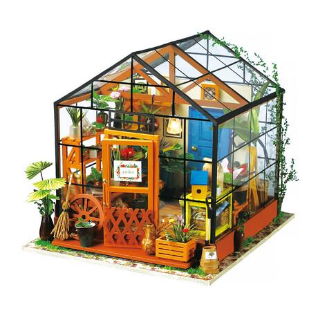 DIY Mini House// Cathy's Flower house