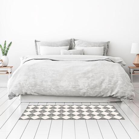 Black N White // Guy Floor Mat (2' x 3')