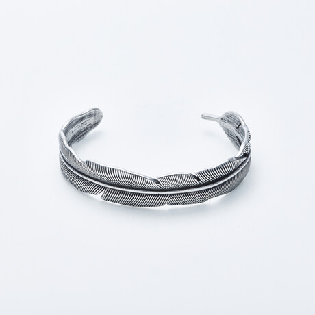 Dell Arte // Holly Feather Bangle // Silver