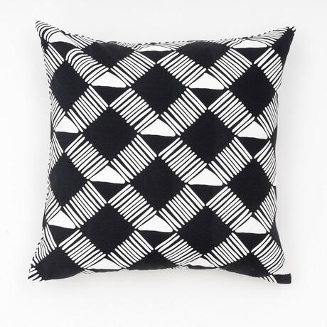 "Trellis Geo Outdoor Pillow // 18"" X 18"" (Black Beauty)"