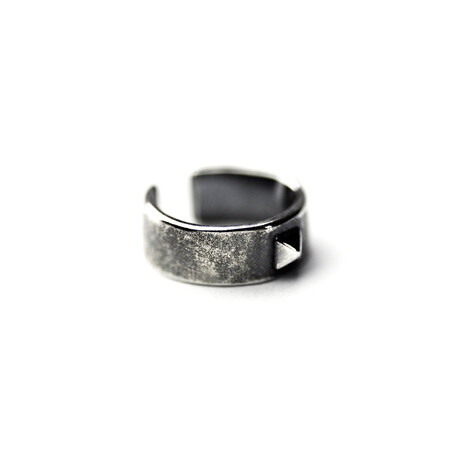 Pyramid Detail Single Ear Cuff // Silver