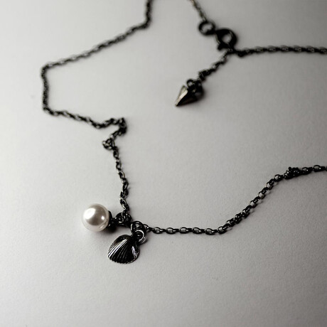 """Shell + Pearl Pendant Necklace // 15.7"""" // Silver"""