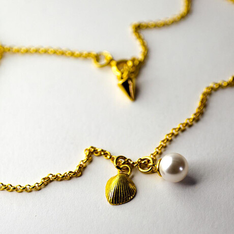 """Shell + Pearl Pendant Necklace // 15.7"""" // Gold Plated"""