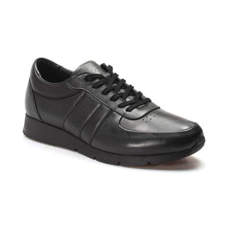 951MA555 Casual Shoes // Black (EU Size 40)