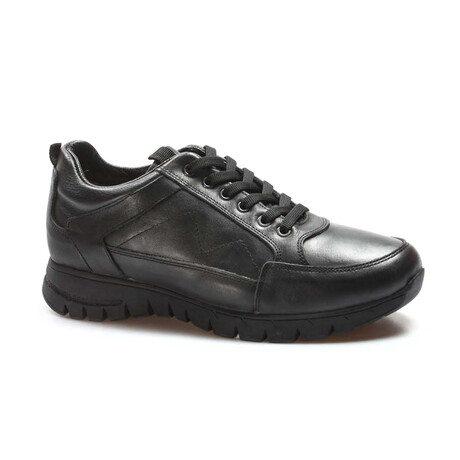 723KMA2021 Sports Shoes // Black (EU Size 39)