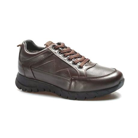 723KMA2021 Sports Shoes // Brown (EU Size 39)