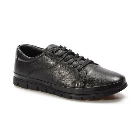 855MA226 Sports Shoes // Black (EU Size 40)