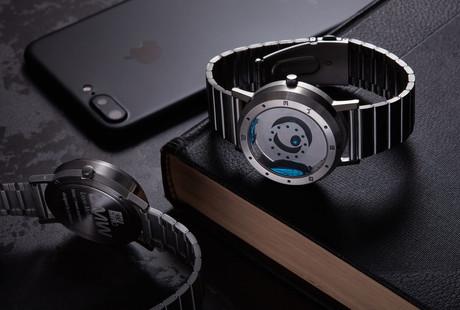 The World's First Liquid Metal Display Watch