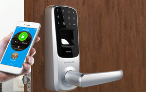 The Fingerprint & Touchscreen Lock
