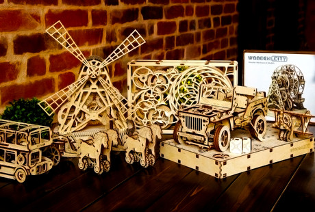 Kinetic Wood Construction Sets