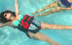 Versatile 2-In-1 Flotation Device