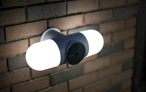 180° Security Camera + Floodlight